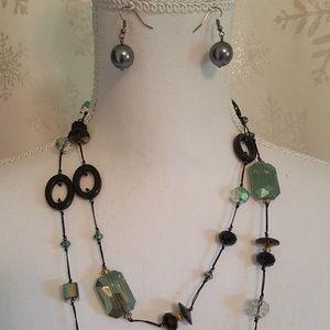 Premier Designs Emerald Isle necklace & earrings